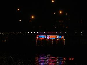 Οι ταβ�ρνες, στη γ�φυρα του Γαλατά, το βράδυ